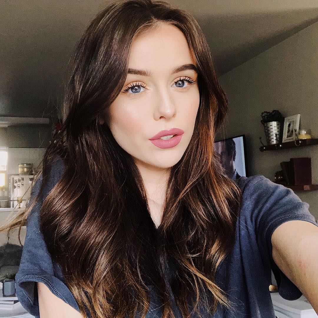 Acacia Brinley net worth